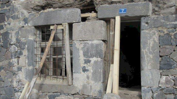 3 bin 300 yıllık yazıtı kapı eşiği yapmışlar: Kayıp parça aranıyor
