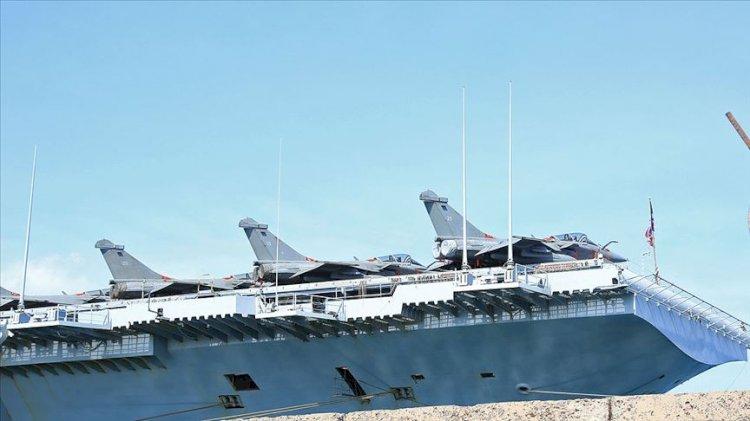 Fransız uçak gemisi Rum kesiminin Limasol Limanı'na demirledi