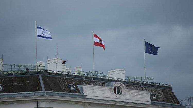 Avusturya devlet binalarına İsrail bayrağı çekti
