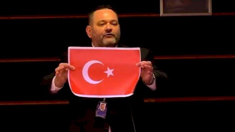 Türk Bayrağı'nı yırtan Lagos Yunanistan'a iade edildi