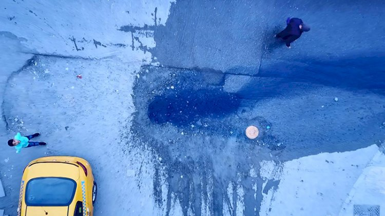 Cadde ve sokaklar mavi suya bulandı