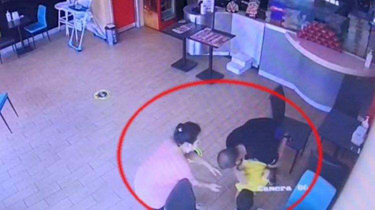 Pizza yerken nefessiz kalan çocuğu 'Heimlich' manevrasıyla kurtardı
