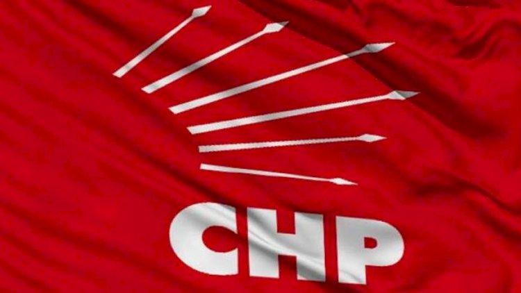 CHP'nin basın toplantısında gazetecilere zarf içinde para