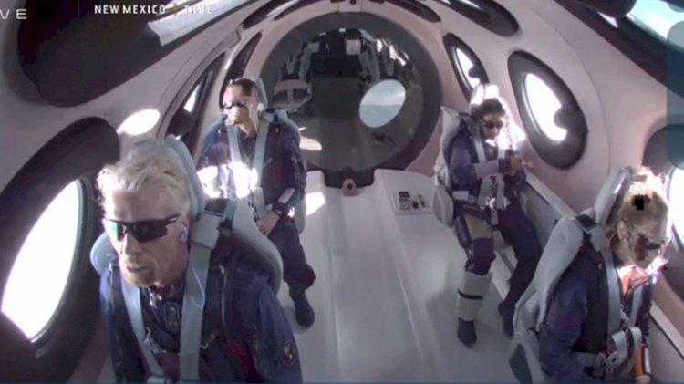 Uzaya çıkan ilk milyarder iş adamı Branson geri döndü