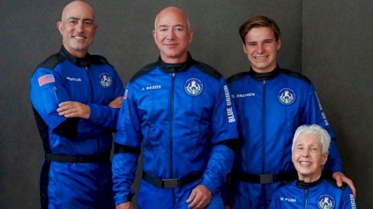 Dünyanın en zengin insanı Jeff Bezos uzaya gidip döndü