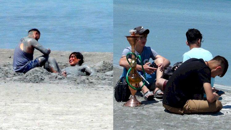 Salda Gölü'nde tepki çeken görüntüler... Nargile içip çamur banyosu yaptılar