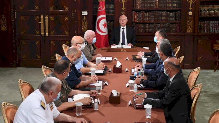 Tunus Cumhurbaşkanı yönetime el koydu