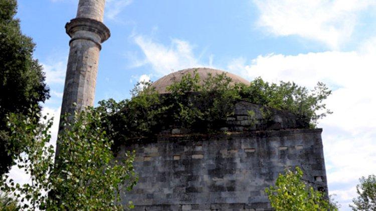 Tarihi cami yok olma tehlikesi altında: Madde bağımlılarının yuvası haline geldi