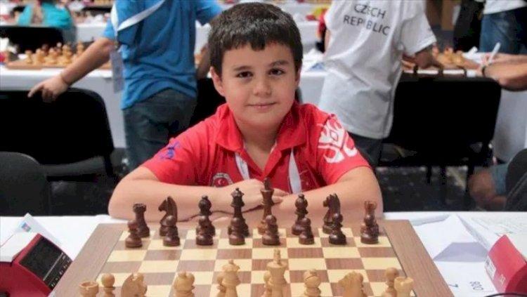 2011 doğumlu Yağız Kaan Erdoğmuş satrançta dünya birincisi oldu