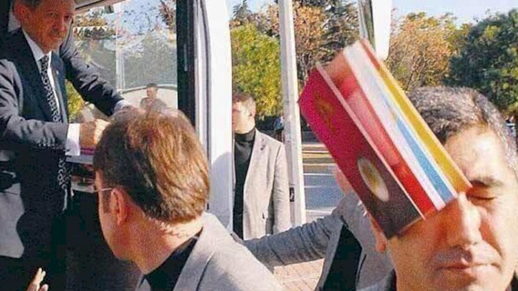 Bugüne kadar seçim otobüslerinden vatandaşlara neler atıldı?
