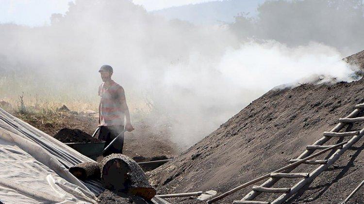 Mangal kömürü için bir ömrü çadırlarda geçiriyorlar