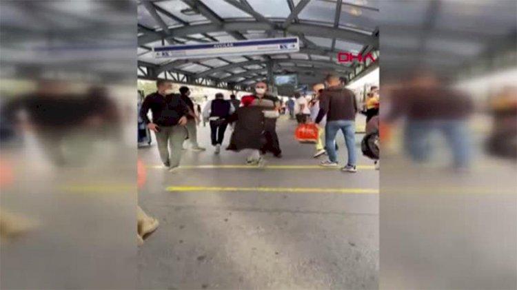 Metrobüste 'Beni ittin' kavgası