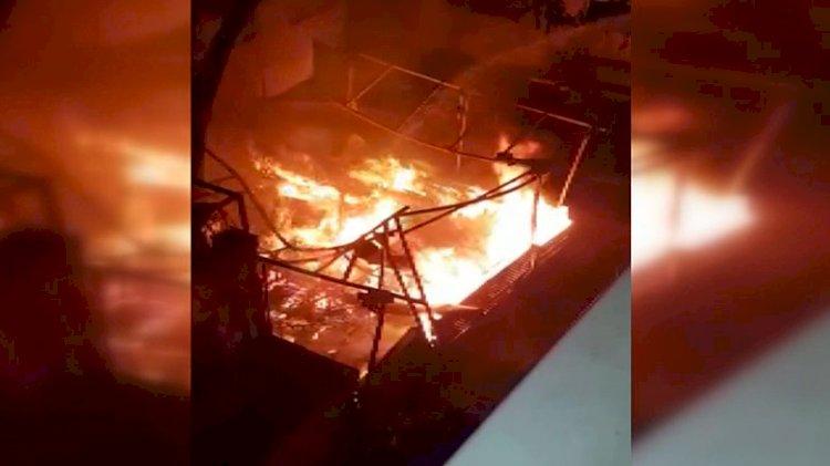 Kadıköy'de restoranda patlama sonrası yangın