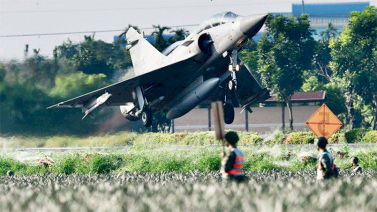 Tayvan savaş uçakları otoyola kurulan geçici piste iniş yaptı