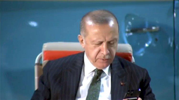 Erdoğan, Ahmet Kaya'nın 'Giderim' şarkısına eşlik etti...