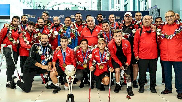 Ampute Futbol Milli Takımı coşkuyla karşılandı