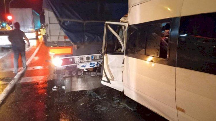 Tarım işçilerini taşıyan minibüs TIR'a çarptı: 5'i çocuk...