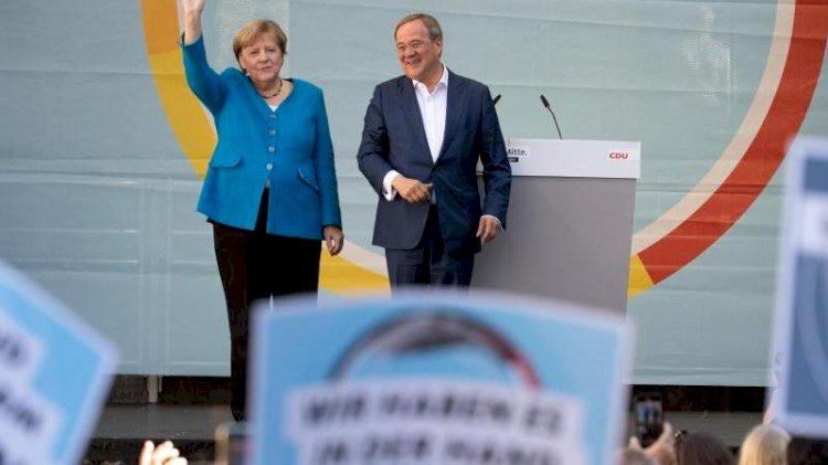 Merkel'in son mitinginde Uğur Şahin detayı