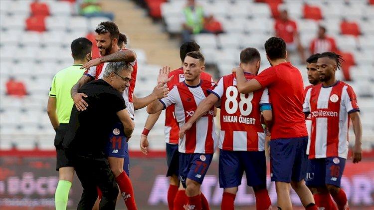 Antalyaspor'un galibiyeti sonrası Ersun Yanal'ın büyük sevinci