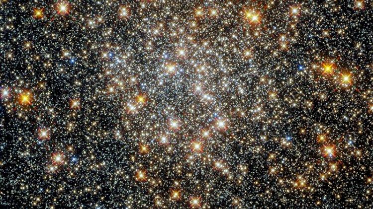 Hubble görüntüledi: Samanyolu'nun kalbindeki küresel yıldız kümesi