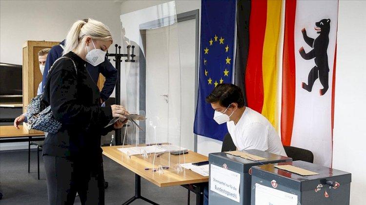 Almanya'daki seçimlerden Sosyal Demokrat Parti birinci çıktı