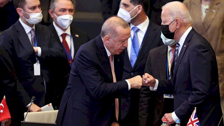Financial Times'tan Erdoğan yorumu: Sıkıştırıyor